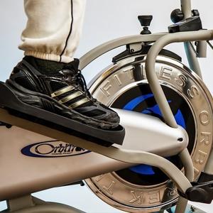 упражнения в спортзале