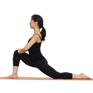 низкий выпад в йоге